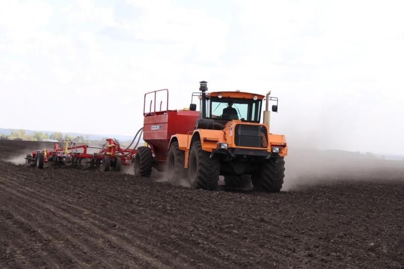 Трактор «Станислав» на полях села Хирино