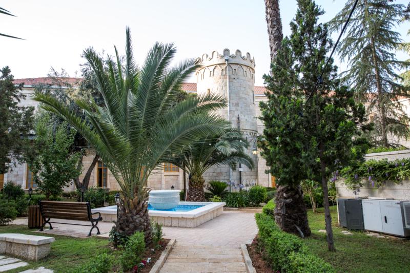 Сергиевское подворье давно стало своеобразной архитектурной визитной карточкой Святого Града Иерусалима